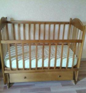 Кроватка детская маятник с матрасом и бортиками