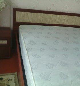 Кровать, 2 тумбочки и матрац