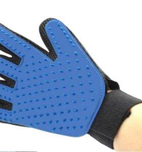 Перчатка для вычесывания шерсти