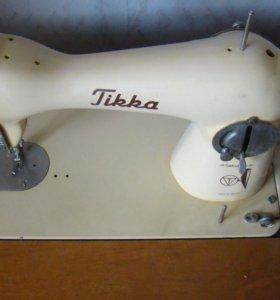 Швейная ножная машинка.