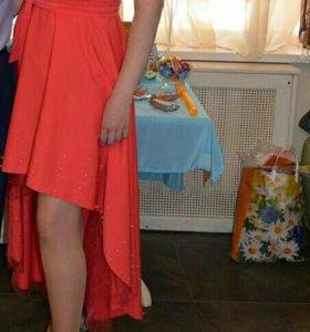 Платье с бусинами