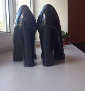 НОВЫЕ лакированные туфли