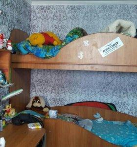 Кровать 2 яр стол шкаф + 2 матраса