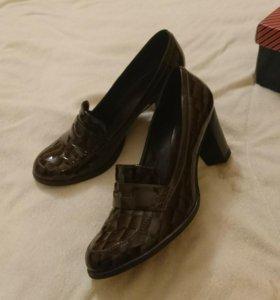Кожаные лаковые ботиночки 39 размер