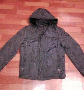 Продам весеннюю-осеннюю мужскую куртку с капюшоном