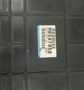 Блок управления mitsubishi MR507050