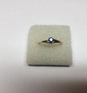 Золотое кольцо 585 пробы с сапфиром.