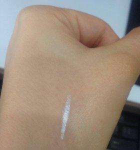 Серебристый карандаш- подводка для глаз