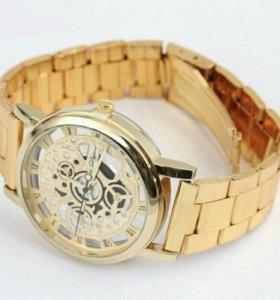 Новые мужские часы.