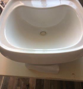 Раковина для туалетной или ванной комнаты.