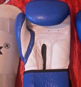 Боксерские перчатки накладки на ноги бинты