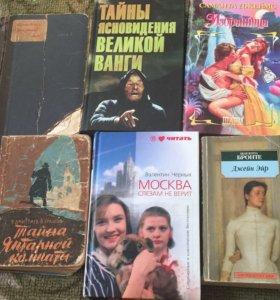 Разные книги разных жанров в твёрдой обложке