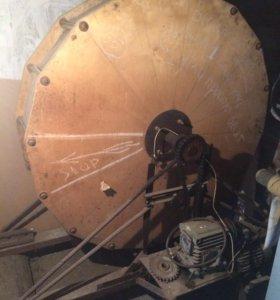 Барабан для шкур и двигатель