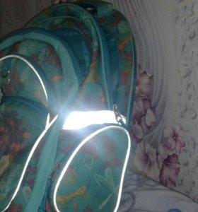 Школьный рюкзак 4 отделение и ещё два сбоку.