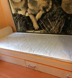 Кровать(вместе с матрасом)