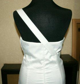 Короткое белое платье размер 44