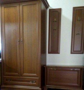 Шкаф....комод..вешалка...