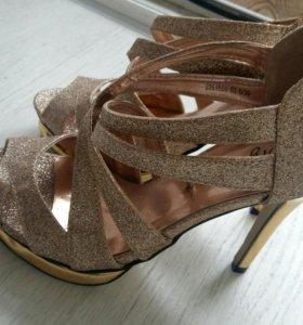 Босоножки ( туфли ) новые