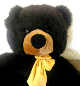 Игрушки. Большой медведь