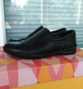 Туфли новые школьные кожаные 35 размер