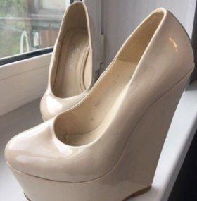 Туфли бежевые на платформе