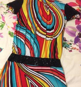 Эффектное, яркое платье