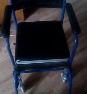 Санитарная инвалидная коляска