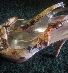 Отдам даром летнюю обувь