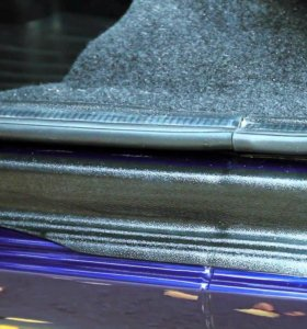 Накладки на пороги дверей Lada Granta седан 11-15