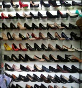 Сапоги,шлепки,обувь.