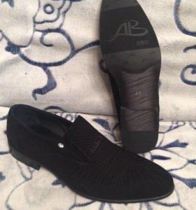Четкие мужские туфли размер 41