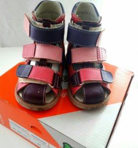 Детская обувь (ортопедическая)