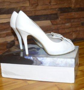 Новые изящные кожанные туфли