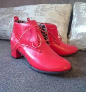 Новые!Ботинки женские.