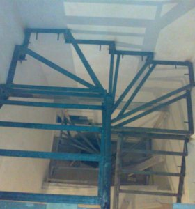 лестницы  металлического каркаса закрытого типа