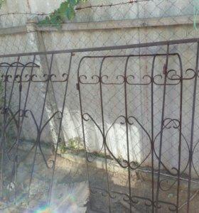 Металлическую решетку и ворота