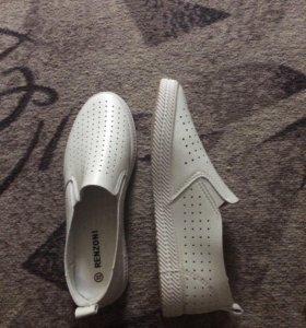 Новые кожаные женские ботинки