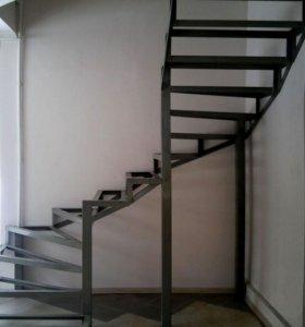 Лестницы из металлического каркаса закрытого типа