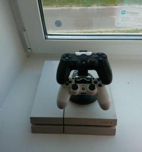 Продам PS4 В отличном состоянии.
