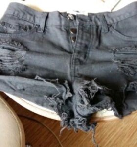 Шорты джинсовые .новые