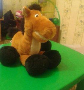 Конь мягкая игрушка