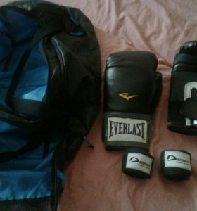 Боксёрские перчатки,бинты,спорт сумка