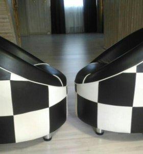 Два кресла, оригинального дизайна.