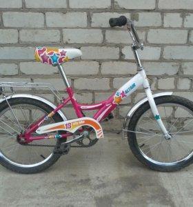 Велосипед для девочки 4-6 лет.