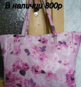 Вместительная и красивая сумочка