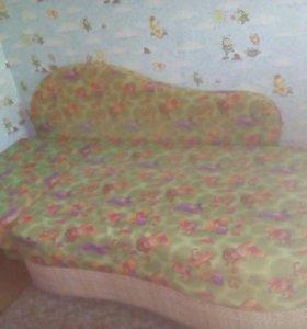 детский диван и комод