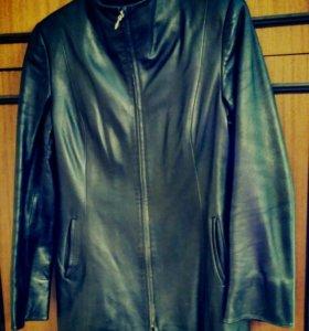Женская черная куртка из натуральной кожи