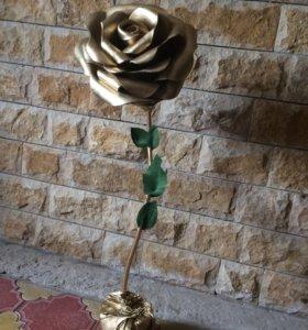 Гигантские розы из изолона на заказ