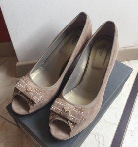 Босоножки туфли замшевые бежевые Nero Giardini
