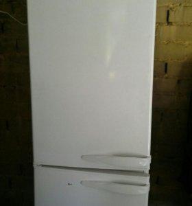 Холодильник требуется ремонт.